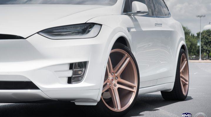 Tesla Model X primeste un design mai condimentat multumita rotilor aurii Vossen