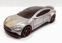 Cine vrea o Tesla Model S la preţ de un dolar? Hot Wheels au creat una pentru voi! (Video)