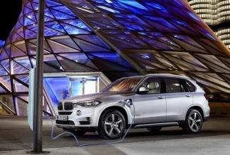 BMW lucrează la un model electric ce rivalizează cu Tesla Model X şi e produs în SUA