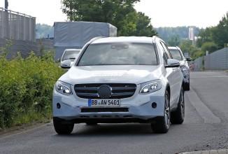 Mercedes-Benz GLC Ediţia 2016 este fotografiat în imagini spion, va debuta în curând