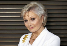 Top Gear va avea şi o prezentatoare; Angela Rippon ar fi fost selectată de BBC, iar Jodie Kidd se află pe lista scurtă