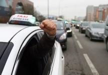 Şoferii Uber agresaţi în Franţa de către taximetrişti; Şeful Uber Franţa răspunde la ambuscade (Video)