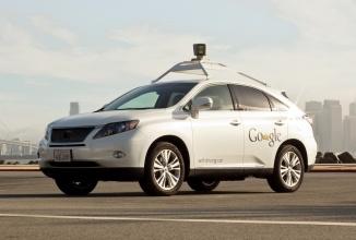 Google dezminte faptul că mașina sa autonomă a fost la un pas de ciocnire cu un model similar pregătit de compania Delphi