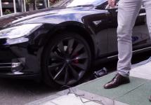 O tehnologie experimentală încarcă automobilele Tesla cu puterea paşilor; Mind = blown!