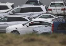 Noul Mercedes-Benz C-Class Coupe fotografiat fără camuflaj, va sosi în septembrie