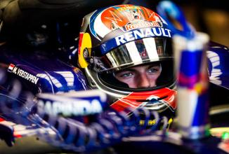 Pilotul de Formula 1 Max Verstappen se alătura unei echipe de gameri auto