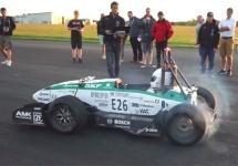 Un automobil electric construit de studenţi reuşeşte să atingă 100 km/h în mai puţin de 1.8 secunde (Video)