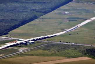 2.8 miliarde de lei colectaţi de stat şi investiţi în zero kilometri de autostradă; Iată unde s-a dus taxa de 7 eurocenţi pe carburanţi