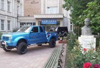 ARO revine la drum prin proiectul unor studenţi ieşeni numit iARO Camarad; Automobilul are motor de Toyota!
