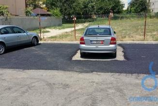Dorel loveşte din nou: cineva a asfaltat nu doar străzi în Craiova, ci şi… o parcare, cu petice lăsate goale