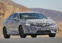 Honda Civic 2017 apare în noi imagini spion, în care îşi dezvăluie exteriorul sportiv şi interiorul elegant