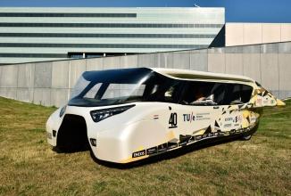 Stella Lux este un proiect de automobil pe bază de energie solară care poate rula cel puţin 1000 de km (Video)