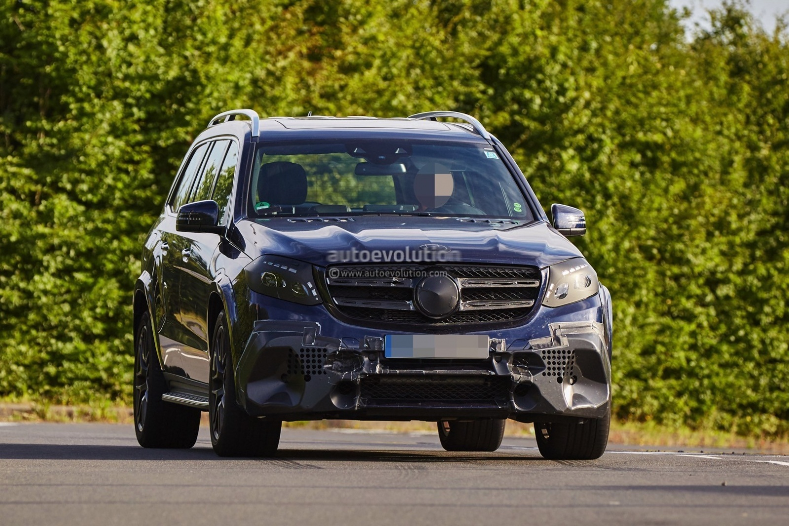 2016-mercedes-amg-gls63-is-getting-ready-to-roll-in-a-bend-near-you-photo-gallery_1