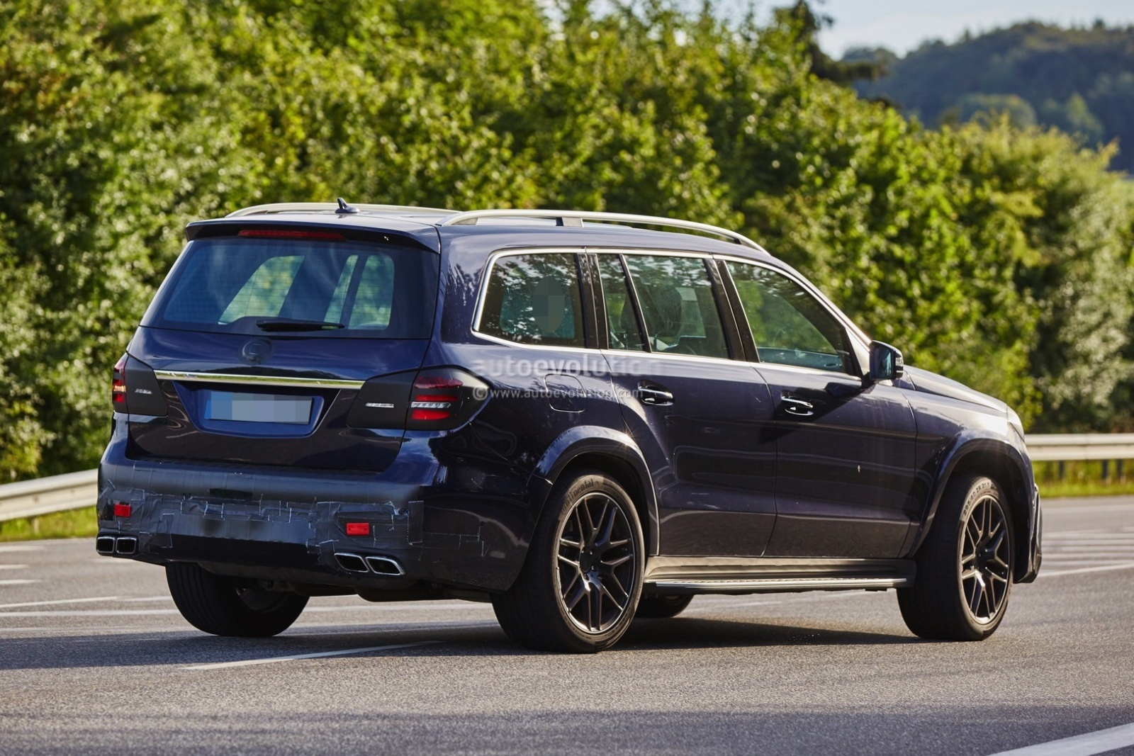 2016-mercedes-amg-gls63-is-getting-ready-to-roll-in-a-bend-near-you-photo-gallery_8
