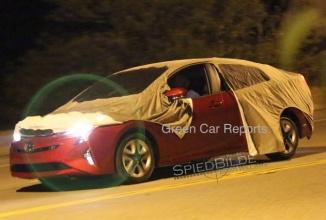 Noua Toyota Prius se afișează în fotografii spion; automobilul va primi un preview pe 8 septembrie în Las Vegas