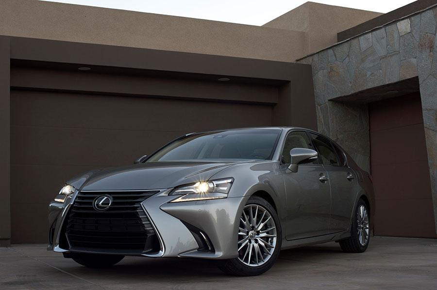 2016_Lexus_GS_200t_1