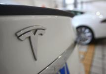 Sistemul autopilot de la Tesla e pe cale de a primi îmbunătăţiri, conform unor teasere ale lui Elon Musk