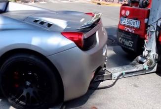 Un Ferrari 458 Spider parcat complet aiurea e ridicat la Cannes (Video)