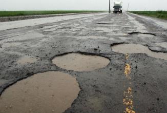 Un brevet Google vrea să transforme automobilele în detectoare de gropi în asfalt