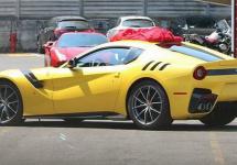 Noul Ferrari F12 GTO surprins în fotografii spion fără camuflaj
