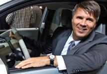 CEO-ul BMW plănuiește adoptarea unei noi strategii; se dorește tehnologizarea condusului