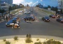 Iată filmarea integrală a accidentului de pe strada Mioriţei din Bacău, un eveniment controversat cu viteză, alcool şi altercaţii (video)