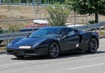 Un prototip Ferrari 458 cu motor V6 Turbo este văzut pe străzile germane; am putea asista la revenirea modelelor Dino