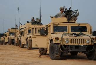 Armata americană încheie un contract de 30 miliarde dolari pentru achiziția de vehicule blindate Oshkosh