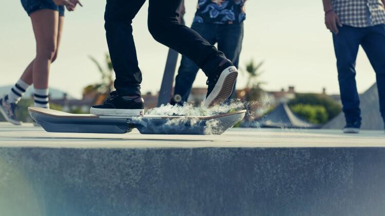 lexus-hoverboard-001-3213b95fb79e9c546a4ebfc0d72f28de98fabbf-1