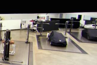 Tesla Model 3 apare în fotografii sub forma unei machete; acesta ar putea sosi în Martie 2016