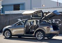 Confirmat oficial: SUV-ul Tesla Model X va începe să fie livrat în septembrie