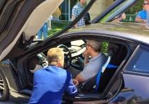 CEO-ul Apple, Tim Cook s-a întâlnit cu oficiali BMW pentru a primi sfaturi cu privire la un viitor vehicul