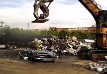 Cel mai trist clip de săptămâna asta: un Mercedes AMG SLS strivit la fiare vechi (Video)
