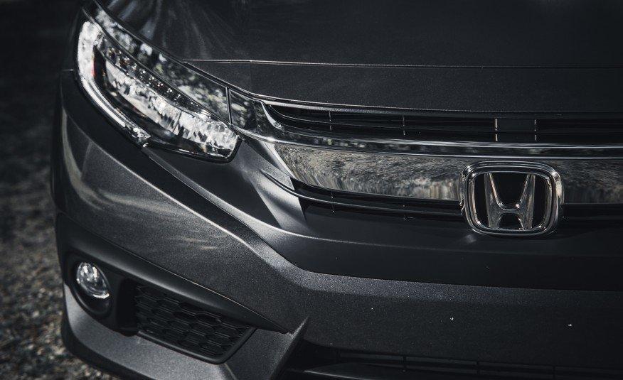 2016-Honda-Civic-Touring-107-876x535
