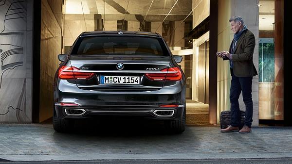 7-series-sedan-functionality-remote-parking-01