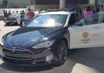 """""""Nu mişcă nimeni! Avem un automobil electric!"""" LAPD are acum automobile Tesla în parcul auto"""