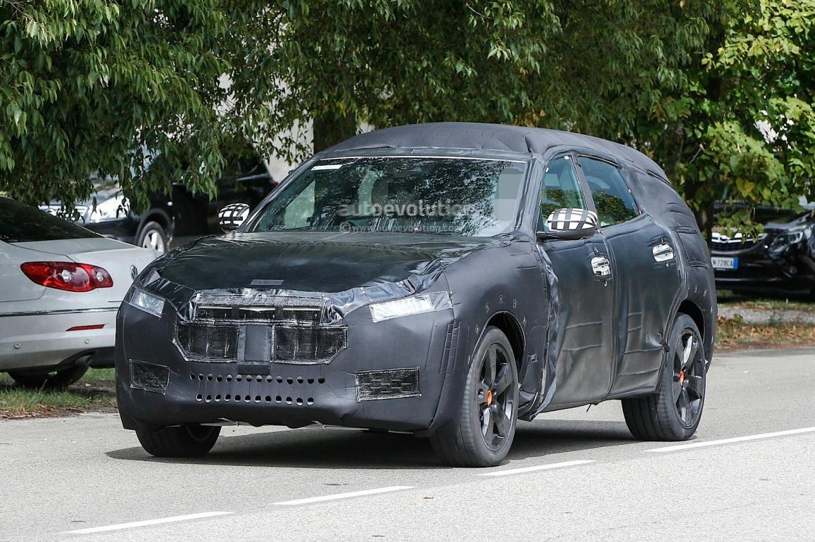 Imagini spion Maserati Levante
