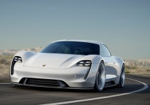 Frankfurt Motor Show 2015: Porsche dezvăluie conceptul Mission E, un bolid electric ce promite o autonomie de 500 km
