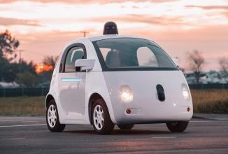 John Krafcik devine CEO-ul diviziei de mașini autonome Google; acesta are la activ posturi în cadrul Ford și Hyundai