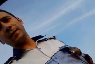 """Un echipaj de Poliţie Rutieră din Brăila ameninţă că """"scoate şoferul pe geam"""" după ce acesta refuză să se legitimeze (Video)"""