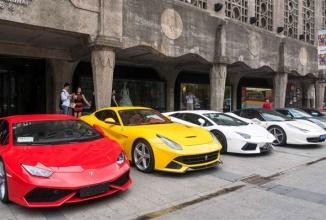 12 supermasini îşi fac apariţia într-o piaţă publică din Shanghai; Modele ca Nissan GTR, Ferrari sau Lamborghini au apărut ca de nicăieri