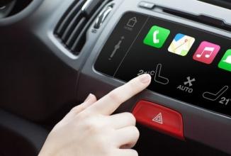 Operatorii de telefonie se duelează  în oferte de servicii şi pe automobilele moderne