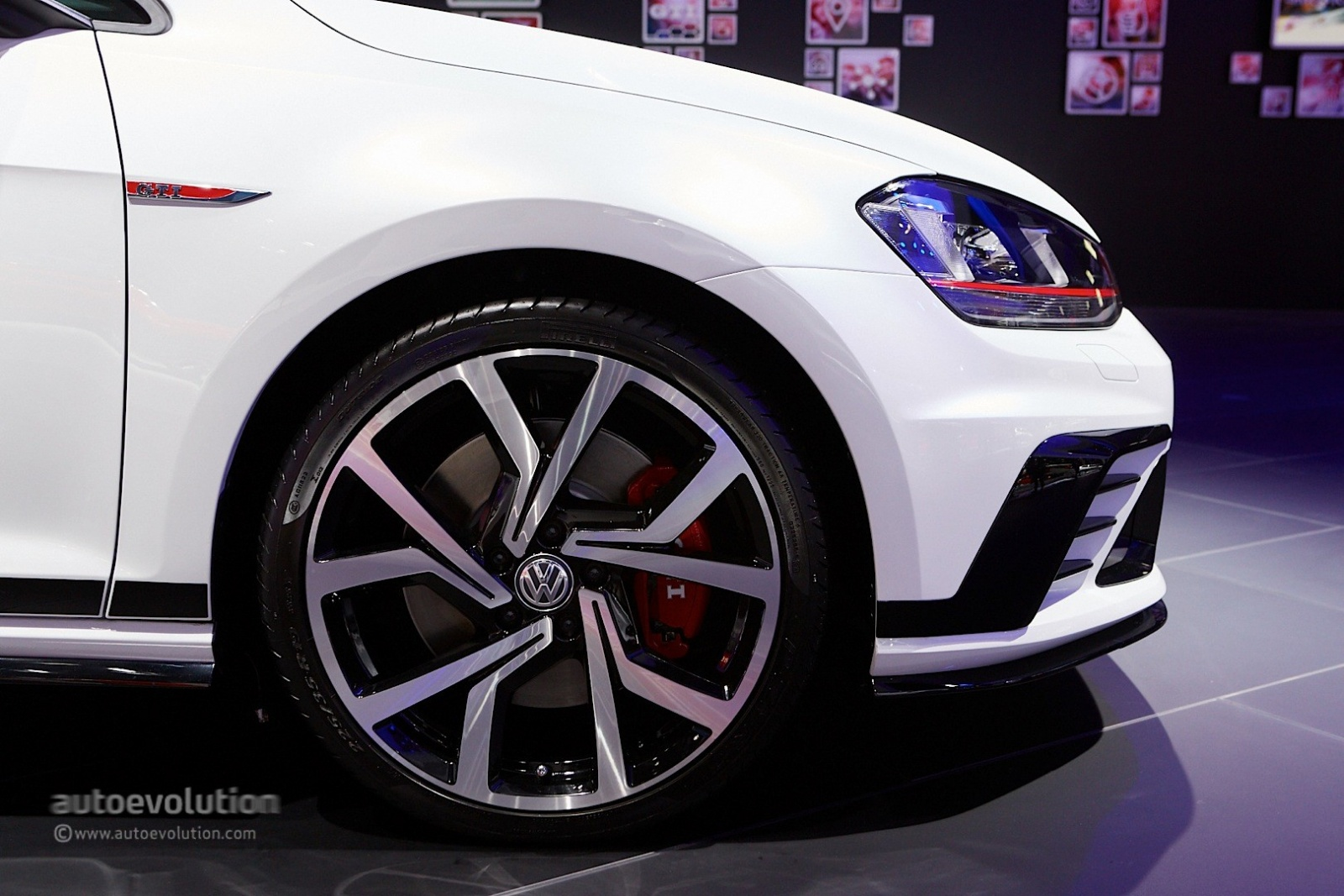 volkswagen-golf-gti-clubsport-debuts-at-the-frankfurt-motor-show-2015-live-photos_4