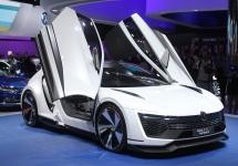 Frankfurt Motor Show 2015: Volkswagen Golf GTE Sport este un concept inedit cu portiere în stil Lambo