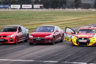 Tesla Model S versus Holden V8 Supercar versus Walkinshaw HSV GTS într-o liniuţă surpriză (Video)