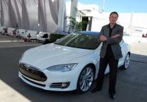 """Elon Musk declară că Apple e """"cimitirul inginerilor Tesla"""""""