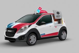 Chevrolet Spark e modificat de Domino's, astfel încât să stocheze şi livreze 80 de pizza