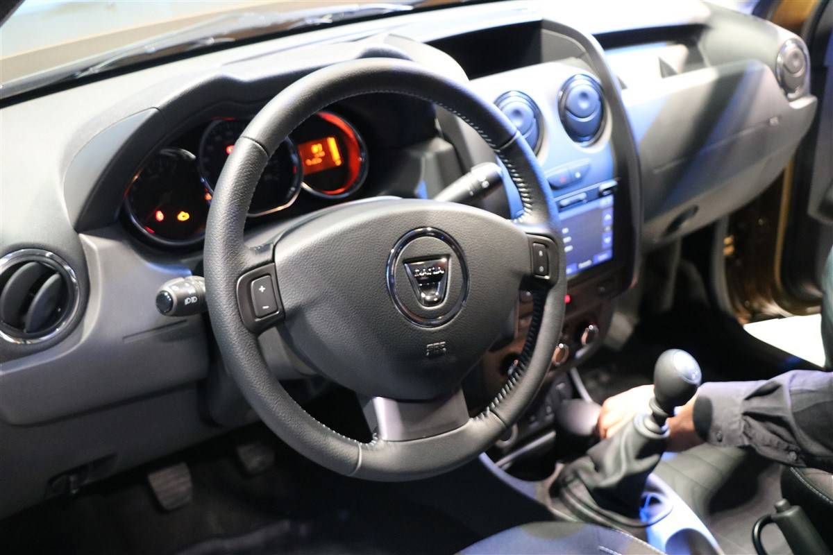 Dacia-Duster-Connected-by-Orange-14