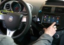 Android Auto are accesul la informaţii limitat pe modelele Ford şi GM, conform producătorilor auto americani