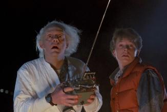 """Azi ar fi fost ziua în care Michael J Fox şi Doc călătoresc în viitor în """"Back to the Future""""; Toyota sărbătoreşte evenimentul cu modelul Mirai (Video)"""